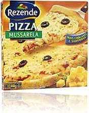 caixa de pizza crocante semi-pronta marca rezende sabor mussarela com azeitonas pretas e molho de tomate