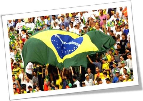 futebol torcedores brasil arquibancada estádio bandeira amigos fanáticos