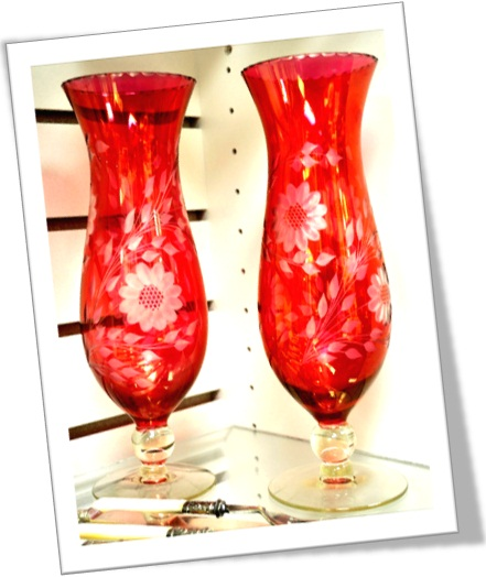 cranberry glass, copos antigos, vermelho escuro, detalhes dourados