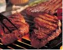 grelhar carne na churrasqueira
