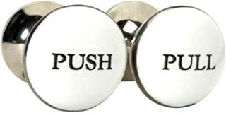 puxadores de porta com as palavras push e pull