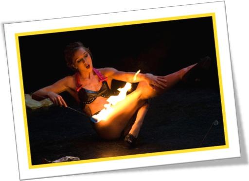 woman playing with fire, mulher brincando com fogo