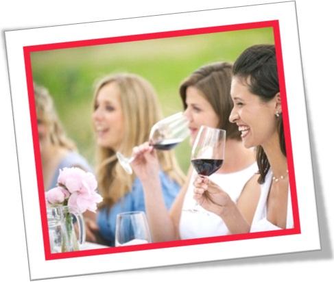 mulheres bebendo vinho, almoço no jardim, mulheres se divertindo