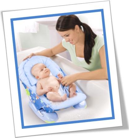 mini-me, mãe dando banho em bebê na banheira