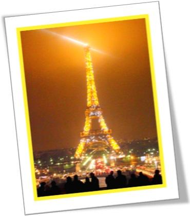 torre eiffel iluminada cidade de paris frança
