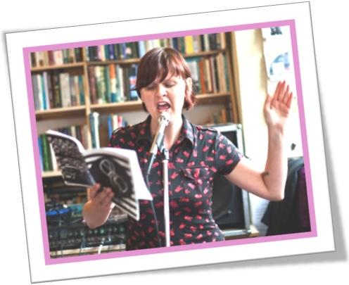 woman reading shakespeare, mulher lendo livro, palestrante, palestra