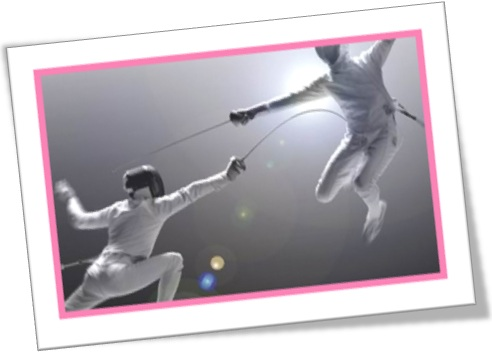 luta de esgrima, fencing sword, furar barriga com espada de esgrima