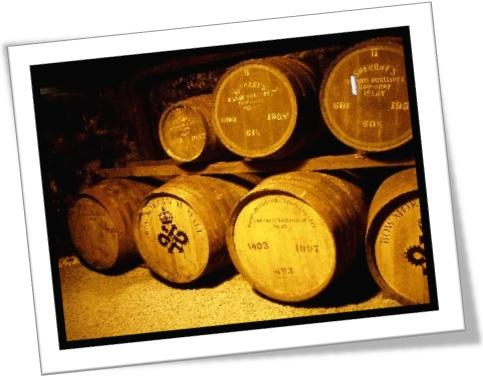 whisky vats, barris de uísque, bebida alcoólica