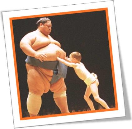 lutador de sumô versus criança, luta, menino, homem, covardia, chicken out