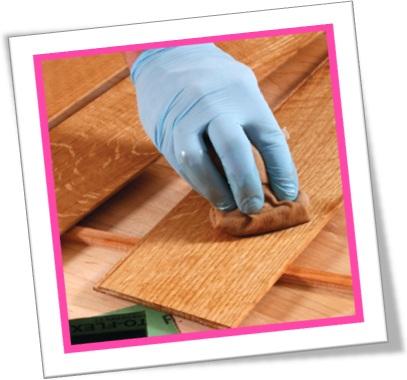 man varnishing the wood, homem envernizando madeira, varnish, envernizar