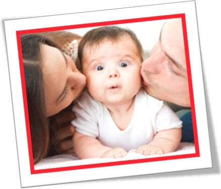 pampering the baby cuidando de bebê, tomar conta de criança