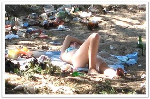 white trash, pobretão, zé-ninguém, mulher branca no lixo