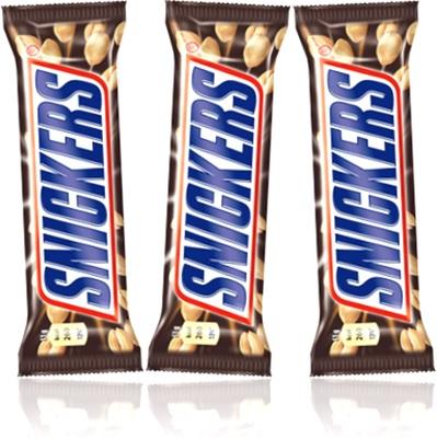 barra de chocolate snickers recheada com caramelo, amendoim e nougat, produtos mars