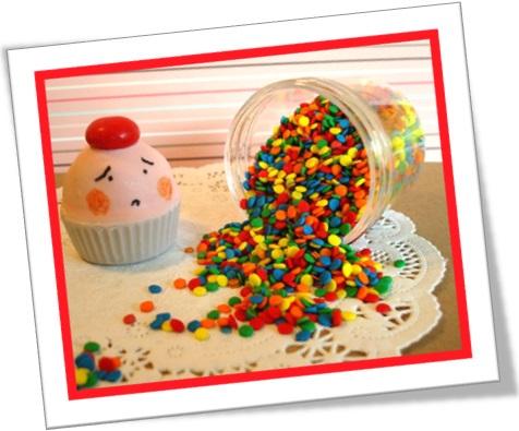 royal mess, tremenda bagunça, cupcake, pote de confeitos espalhados