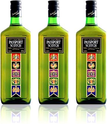 garrafas de whisky passport scotch, uísque escocês, bebida alcoólica, bebida destilada