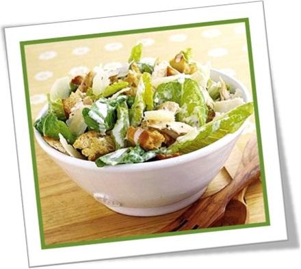 caesar salad salada caesar alface croutons acelga rúcula molho
