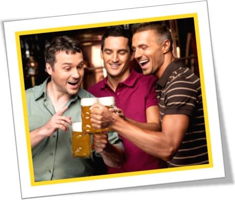 amigos bebendo cerveja, águas passadas, confraternização, chope