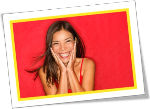 mulher sorrindo, riso, sorriso, jovem rindo, alegria, felicidade