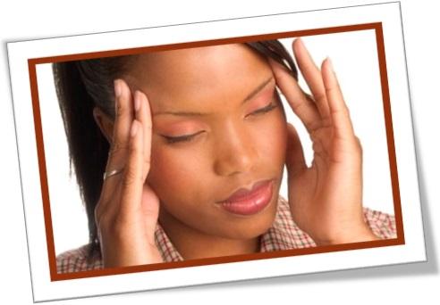unwellness, malaise, mal estar, mulher com mal-estar, dor de cabeça, queasiness, qualm