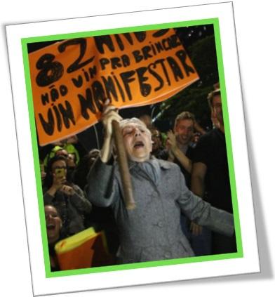 mulher idosa, radical, manifesto, protesto nas ruas, passeata, política