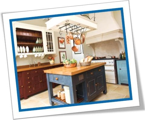 kitchen decor, decoração de cozinha rústica, panelas, balcão, bancos
