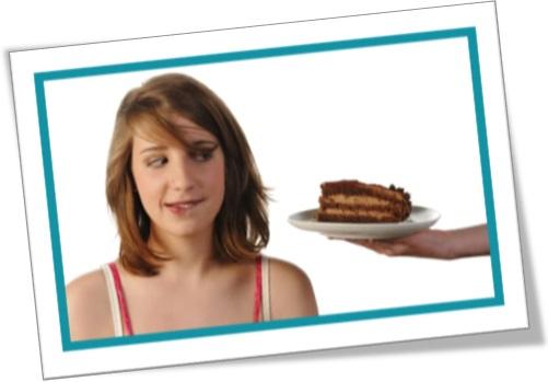 help yourself, oferecendo fatia de bolo a mulher