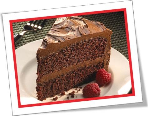 fatia bolo chocolate recheado, torta de chocolate com cobertura