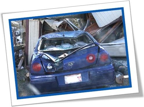 acidente de carro, veículo destruído, carro amassado, totaled car