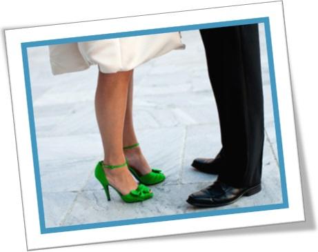 woman, man, green satin high heels, salto alto