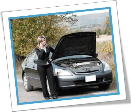 mulher, carro quebrado, estrada, motor, telefone, socorro