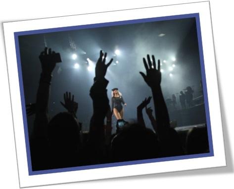 show de rock, apresentação, cantores, palco, cantora, fãs, clube