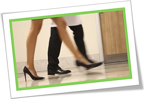 high heels, sapato de salto alto, corredor