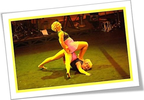 make bold, ousar, duas mulheres de circo, performance