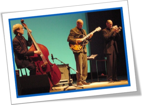 jazz trio, band, músicos, violoncelo, saxofone, guitarra