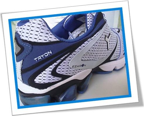 par de tênis de corrida, masculino, tryon azul e branco